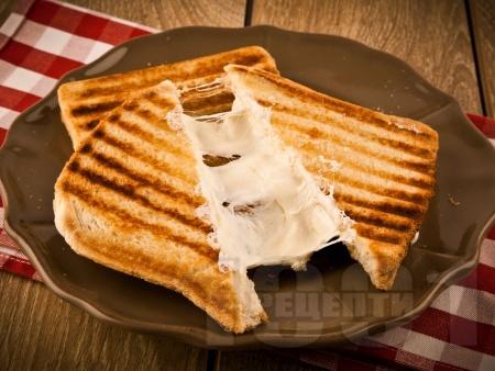 Тостер сандвичи (тост) с кашкавал - снимка на рецептата